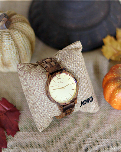Cool Wood Watch: Unique Fall Accessory